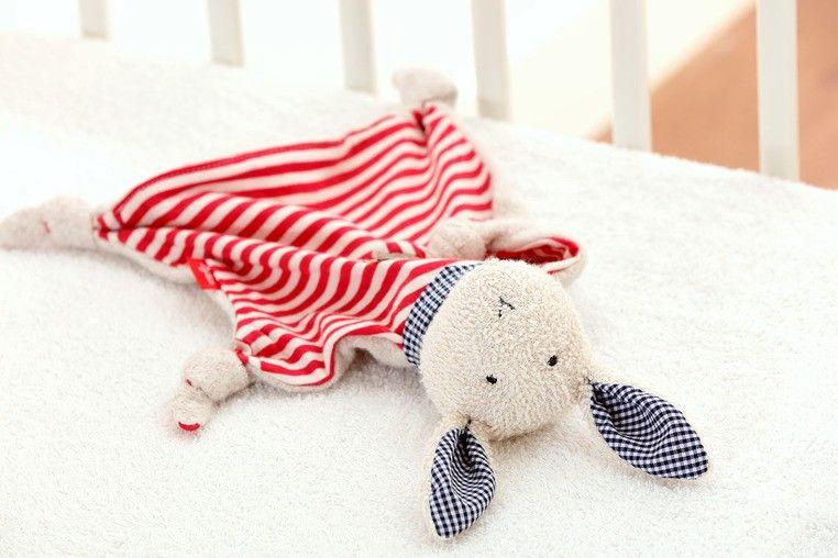 SIGIKID Przytulaczek komforter Zając w czerwone paski zdjęcie 5