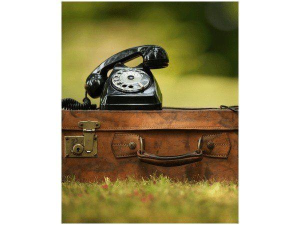 Obraz druk Telefon retro na walizce zdjęcie 1