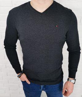 Męski sweter antrasit w serek z ozdobnym znaczkiem 3454 - XXL
