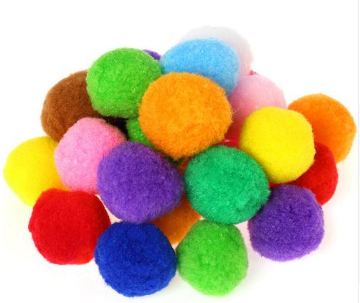 Dekoracyjne Kolorowe Puszyste Kulki Pompony 4cm