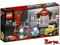 LEGO 8206 Cars 2 - Stanowisko postojowe w Tokio