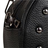 Elegancka czarna listonoszka z czarnymi ćwiekami okrągła M zdjęcie 5