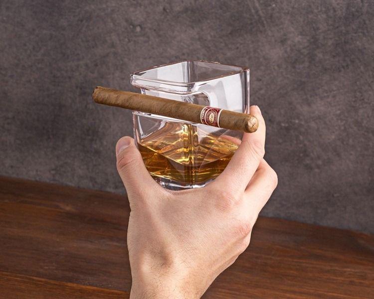 Szklanka do whisky i cygaro zdjęcie 1