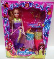 Lalka Barbie w eleganckiej sukni z trzema sukienka