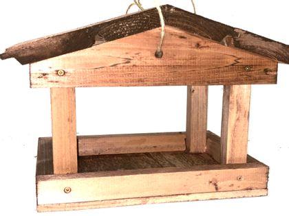 Karmnik - dach z klepek - rozm. L